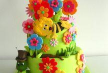 Maya de bij taarten