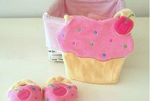 Yeni Ürünlerimiz / Sizin için hep yeni şeyler üretiyoruz :) Yeni ürünlerimize bayılacaksınız! Bebek önlükleri, bebek hediye setleri, anne - baba ve bay - bayan - çocuk hediyelerimize göz atmak için : http://www.giftomino.com