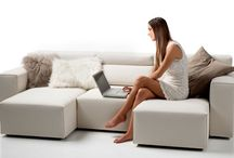 LOOK / LOOK il divano che si trasforma come vuoi. Lineare, semplice, elegante, tanti divani in uno. Con o senza isola per conformarsi ai tuoi spazi. Poof o tavolino? Tanta comodità in più e tanti comodi posti quando servono. Le sedute e i poggiatesta sono regolabili per darti la profondità che ti serve e sorreggerti nel modo che gradisci di più.  MISURE: Larghezza: 170 /210 / 230 / 260 / 290 cm Altezza: cm 74/93 Altezza: seduta cm 39 Profondità: cm 105 Profondità seduta: cm 56/91
