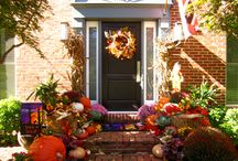 Seasonal Decor / Adding some festive fall, winter or spring decorations create an inviting and warm entrance during the holidays.