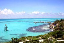 イスラムヘーレス Isla mujeres / マヤの愛と水の女神、Ixchel(イシュチェル)に捧げるための聖なる島とされていた島。カンクンから専用フェリーで約40分程。 美しい珊瑚礁を持つ海に囲まれ、シュノーケリングや、ダイビングスポットとしても有名です。 海底美術館MUSAもイスラ・ムヘーレスの海域にあります。