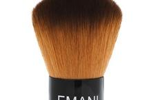 Viso / I prodotti must-have by Emani Vegan Make-up per un incarnato uniforme, un colorito lumioso e una pelle perfetta!