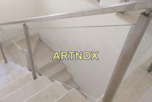CORRIMÃO INOX QUADRADO COM VIDRO / Corrimãos em tubos quadrados e retangulares de aço Inox 304 escovado ou polido, sendo Tubo Superior de 40×20, Colunas de 40×40 e vidro incolor temperado.  FALE  AGORA COM O SERGIO  Whatsapp: (19) 9.8363.4489  Celular: (19) 78273367 ID: 14*1003369  E-mail: corrimaoinox@hotmail.com  Site: corrimaoinox.wordpress.com