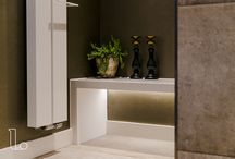 Badkamer accessoires / Uw badkamer is pas echt af met de juiste badkamer accessoires. Van spiegel tot verwarming en van handdoekrek tot bankje. Bekijk de inspirerende beelden van Laurens Badkamers.