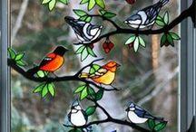 Pájaros de vidrio de color