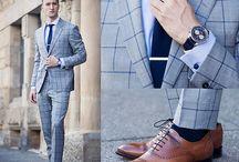 Business Anzüge / Der Business Anzug ist meist schlicht, elegant und traditionell und wird - wie der Name sagt - zur Arbeit, aber auch anderen besonderen Anlässen getragen.