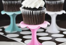 Cupcake Decorating Party / Who doesn't love cupcakes!? Great party theme for a kid's party or a fun and unconventional bridal shower!