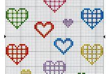 punto de cruz corazones
