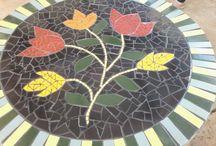 Mosaico N° 1 /  Juntando cacos colorindo a vida, transformando com criatividade. uma terapia lúdica que faz sonhar é arte é magia.