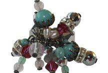 Anillos - anhelo / Las creaciones de an.hel.o se caracterizan tanto por sus osadas combinaciones de colores y formas peculiares como por la variedad de materiales utilizados. Anillos hechos a mano en San Sebastián