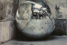 MIRORS / Réfléchir sur soi, les Autres, ou le Monde, en entier ou en fragment.  Se voir se rendre visible ou invisible.