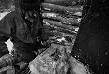 Węgiel Drzewny / Węgiel drzewny zawarty w mydłach ZEW bierzemy z dzikich lasów, z ostatnich bieszczadzkich wypalarni węgla. Ich tradycja sięga ponad 50 lat.