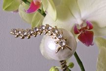 Sparkle for florals / Its a fresh look to add some sparkle to plants ,orchids and fresh flowers.  We did it to our simple cell phones years ago.  Admit it,  we love sparkle!