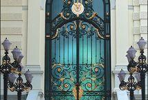 Doors & door knobs