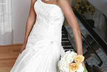 Afro American Brides / The choice of a wedding hairstyle is as important as the choice of your bridal gown. Besides, these two should be in harmony with each other and the style of your wedding. Every bride has her own likings, preferences, individual hair texture and length. Luckily there are so many stunning wedding hairstyles for African American brides,  that there shouldn't be any problem to choose something that will duly reflect your beauty and compliment your dress.