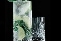 Frederik Bagger / Frederik Bagger står bag serien Crispy, som består af en række lækre glas og skåle i forskellige størrelser. Serien er fremstillet i blyfri krystal glas og kvaliteten er skabt til både at overleve såvel som at leve. Glassene har et solidt design i harmoni, med et stilrent og sexet udtryk.