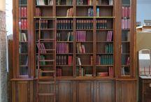 Open Bookcase Antique Style Maßanfertigung Bücherregal Nussbaum