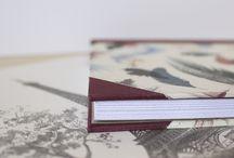 Cuadernos / Cuadernos hechos a mano de tamaño A5 en diferentes tipos de encuadernaciones y cubiertos con papel y tela.