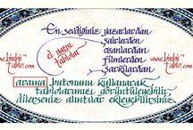 El yazısı, kaligrafi, tablolar / Türkiye'de yeni bir soluk getiren http://www.binbirtablo.com internet sitesi, farklı konsepti ile dikkatleri çekiyor. Türkiyenin ve Dünyanın en ünlü yazar,şair,düşünürlerinin sözleri, bunun yanı sıra tasavvuf, kişisel gelişim konusunda ünlü kişilerin sözlerini tablo çalışması olarak kullanıcılarına sunuyor. Sitenin en güzel tarafı arama motoru üzerinden saniyeler içerisinde istediğiniz kişinin eserlerine bakabiliyorsunuz.