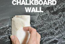 Chalkboard walls / Paredes que se pueden utilizar como pizarra, son novedosos, creativos y muy útiles.