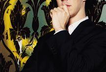 Sherlock Holmes & John H. Watson / Sherlock Holmes - Benedict Cumberbatch John Hamish Watson - Martin Freeman          Zwei der besten Schauspieler in einer der besten BBC-Serien unserer Zeit!