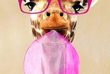 Giraffe with balloon & glasses
