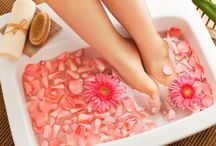 Perfect Manicure and Pedicure at Home / Having a manicure or a pedicure from a salon is the best luxury to pamper your feet with. But with the shortage of time and an hard up pocket, following these steps would be quite an excellent way to make your feet feel good.