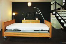 Obrotowe łóżko rehabilitacyje TWIST / Obrotowe łóżko rehabilitacyjne TWIST jest doskonałym uzupełnieniem standardowych łóżek rehabilitacyjnych dostępnych na rynku. Daje duży komfort zarówno osobom w nim przebywającym, jak i ich opiekunom. Bez konieczności wychodzenia z łóżka można przyjąć bardzo wygodną pozycję fotelową ze spuszczonymi nogami.