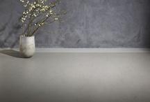 Vloeren | Woninginrichting-Aanhuis.nl / Bij Woninginrichting-Aanhuis.nl kan je terecht voor elke vloer die je wenst. Zo hebben wij een uitgebreide collectie PVC-vloeren, verrassende designs laminaat , strakke marmoleum-vloeren (van o.a. vtwonen) en super zacht tapijt. Vele soorten vloeren, in meerdere kleuren en structuren. Bekijk onze gehele vloeren collectie hier.