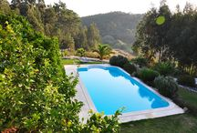 Zwembad en tuin van Quinta da vida Serena / Impressie van ons grote zwembad met prachtige tuin. Veel zit hoekjes en ligbedden langs het zwembad.