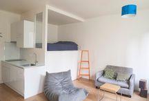 Appartement C / Rénovation complète d'un appartement de type studio avec un lit surélevé sur mesure et un système de rangements en dessous.