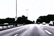 DER RING / Jurgen Ostarhild 2010: Die Organisation von Elementen zu einem Ganzen wird oft als Ring dargestellt, während es sich in Wirklichkeit nicht anschaulich um etwas ringförmiges handelt. Diese fortlaufende Video-Installation ist eine Neubearbeitung des Rings von Richard Wagner und zeigt die gefahrene Variante des Rings in Form einer Stadtautobahn mit Bezug zur Dromologie*.