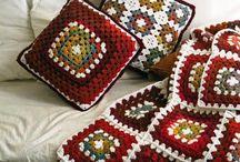 Granny inspiration / Tutorials, ideas & inspiration: Crochet granny squares, triangles, hexagons, circles, ripples ...  Ide'er & ispiration för mormorsrutor, trianglar, sexhörningar, cirklar, vågmönster ...