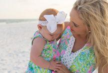 Madre e hijas vistiendo iguales