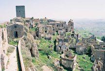 Abandoned Places / Luoghi abbandonati, luoghi dimenticati, dove un tempo scorreva la vita e ora si muove soltanto il canto del silenzio