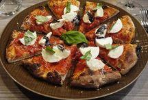Pizza Margherita / Scopri quali sono le migliori pizze di Milano e Napoli.