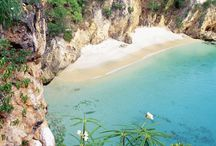 Must Visit Places in the Caribbean / A selection of the most beautiful places in the Caribbean any Traveler must visit.