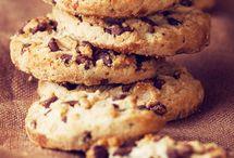 Pikkuleivät, muffinit ja pullat / Myllärin-tuotteilla leivot helposti maukkaat piirakat, muffinit, kuivakakut, keksit ja muut ihanat kahvipöydän ja juhlasesonkien tarjottavat. Lisää reseptejä löydät www.myllarin.fi sekä www.myllarinuuni.fi.