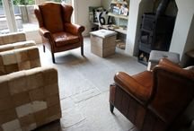 """Fam. Elbertse - Bourgondische Vloeren /  Van den Heuvel & van Duuren leverde en verwerkte hier de Castle Stones """"Brown Grey"""". Een prachtige verouderde vloer, met een ongekende warme uitstraling."""