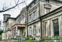 Lulkowo - Pałac / Pałac w Lulkowie wzniesiony został pod koniec XIX w. przez rodzinę Weinschenka razem z kompleksem spichrzów i czworaków. Po kilku latach od budowy pałacu, zadłużony majątek w Lulkowie nabyła Królewska Komisja Osiedleńcza dla Prus Zachodnich i dokonała jego parcelacji. W okresie powojennym do roku 1999 w pałacu mieściła się szkoła. Obecnie - własność prywatna.