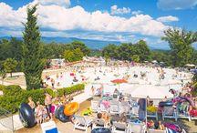 Camping Norcenni Girasole Club, Toskania, Włochy / Ulokowany na terasowo ukształtowanym terenie, Norcenni Girasole Club oferuje niezwykłe widoki na panoramę otaczających go, pofalowanych wzgórz Toskanii.