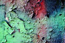 Muri metalli e croste / l'invecchiamento a volte crea delle meraviglie di colori