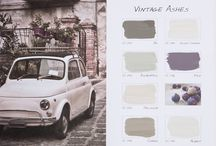 Vintage Ashes / In samenwerking met onze dealer Violier at Home hebben we een nieuwe kleurenkaart genaamd Vintage Ashes ontwikkeld. Bloemen, blad, bessen, vruchten en dieren zijn het uitgangspunt voor deze nieuwe kleurenkaart. Zachte tinten met een as-achtige ondertoon die doen denken aan vintage-elementen. De naam Vintage Ashes werd bedacht door onze Facebook-fans!