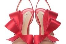 Scarpe - Shoes / Le scarpe più belle e alla moda selezionate dalla redazione di Stylosophy, dalle scarpe basse alle scarpe col tacco: sandali, sabot, slip-on, spuntate, stivali, hunter, tronchetti, francesine, mocassini, sneaker, suede, plateau, ballerine, decoltè, infradito.