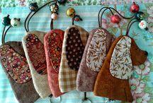 Llaveros tela, madera,hierro y colgadores varios y papa