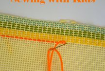 Sewing with Kids / Teach your children how to sew. Tips and tricks for learning to sew. Simple, beginner project that kids will love. Share the love of sewing with young people in your life!