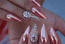 paznokcie lustro pink