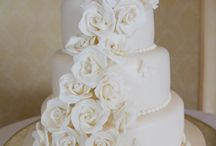 Amazing Wedding Cakes / The wedding cake is such an important part of the wedding day and many hours have been spent choosing the right, style, colour and flavour.  Beautiful photographs of the wedding cake are a must have for any wedding day shoot.