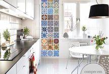 AUTOCOLANTES AZULEJOS / A Casa D´art oferece uma vasta gama criativa de autocolantes Azulejos. Personalize qualquer sala ou escritório com estes incríveis autocolantes para Azulejos.