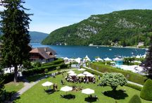 FÊTE DU LIVRE DE TALLOIRES / Manifestation littéraire accueillant des plumes de renom à Talloires sur les bords du lac d'Annecy en Haute-Savoie.